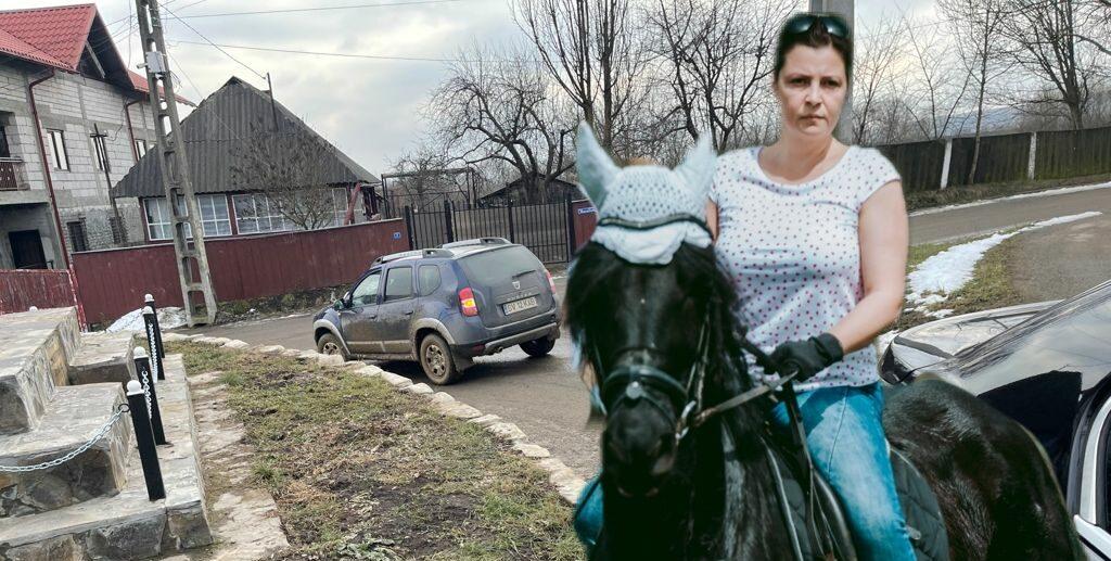 The horse&Madalina 000